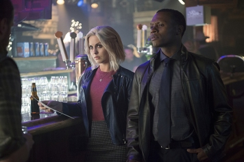 "iZombie -- ""Even Cowgirls Get the Black and Blues"" -- Image Number: ZMB204a_0334.jpg -- Pictured (L-R): Rose McIver as Liv and Malcolm Goodwin as Clive -- Photo: Diyah Pera/The CW -- © 2015 The CW Network, LLC. All rights reserved."